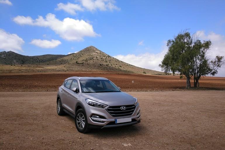 Alquiler barato de Hyundai Tucson 1.7crdi Bd Klass Nav 4x2 con equipamiento GPS cerca de 18008 Granada.