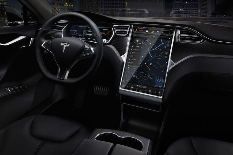Billig billeje af Tesla model D med Vinterdæk nær 8700 Horsens.