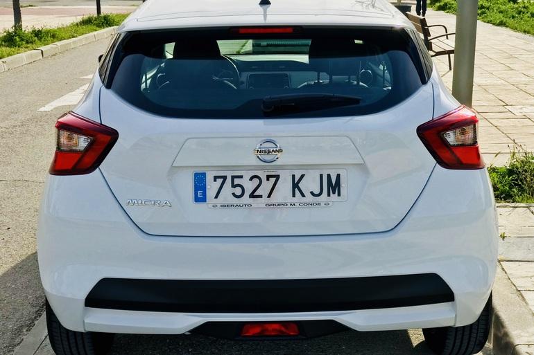 Alquiler barato de Nissan Micra 1.2 80 Acenta Plus con equipamiento Bluetooth cerca de 28012 Madrid.