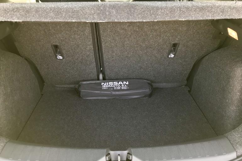 Alquiler barato de Nissan Micra 1.2 80 Acenta Plus con equipamiento Aire acondicionado cerca de 28012 Madrid.