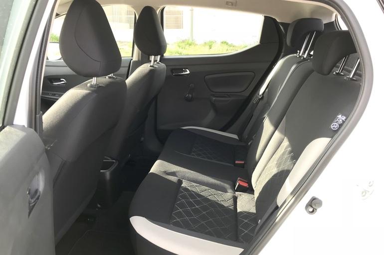 Alquiler barato de Nissan Micra 1.2 80 Acenta Plus con equipamiento Control de velocidad cerca de 28012 Madrid.