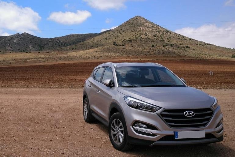 Alquiler barato de Hyundai Tucson 1.7crdi Bd Klass Nav 4x2 con equipamiento AUX/Reproductor MP3 cerca de 18008 Granada.