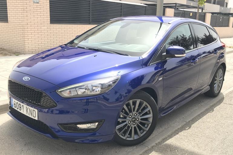 Alquiler barato de Ford Focus 1.0 Ecoboost 125 Ps St-Li con equipamiento Fijaciones Isofix cerca de 28012 Madrid.