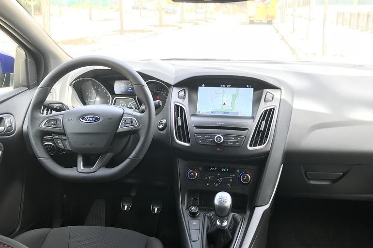 Alquiler barato de Ford Focus 1.0 Ecoboost 125 Ps St-Li con equipamiento Asiento bebé cerca de 28012 Madrid.