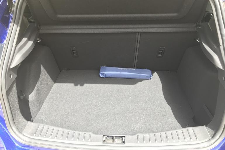 Alquiler barato de Ford Focus 1.0 Ecoboost 125 Ps St-Li con equipamiento Aire acondicionado cerca de 28012 Madrid.