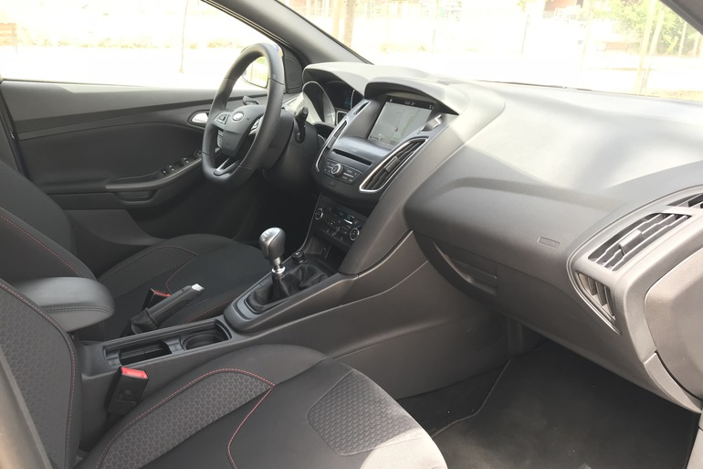 Alquiler barato de Ford Focus 1.0 Ecoboost 125 Ps St-Li con equipamiento Control de velocidad cerca de 28012 Madrid.