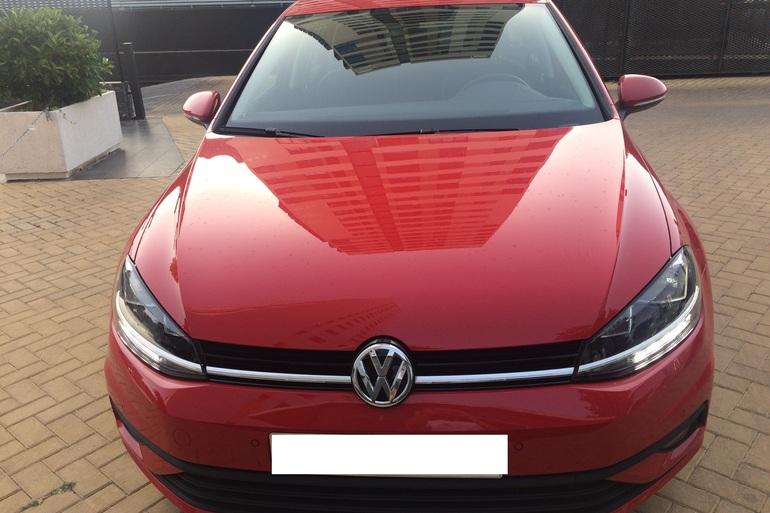 Alquiler barato de Volkswagen Golf V Edition 1.2 Tsi 110 Bmt con equipamiento AUX/Reproductor MP3 cerca de 28050 Madrid.