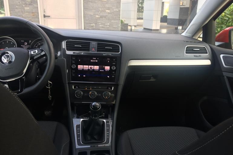 Alquiler barato de Volkswagen Golf V Edition 1.2 Tsi 110 Bmt con equipamiento Lector CD cerca de 28050 Madrid.