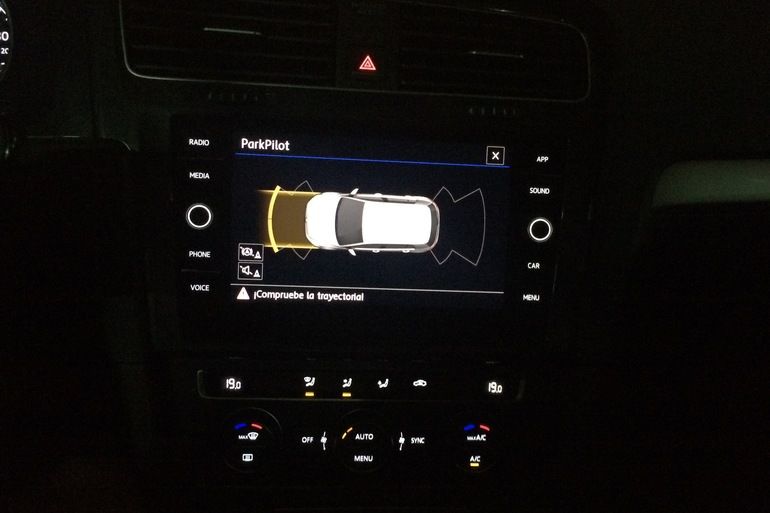 Alquiler barato de Volkswagen Golf V Edition 1.2 Tsi 110 Bmt con equipamiento Bluetooth cerca de 28050 Madrid.