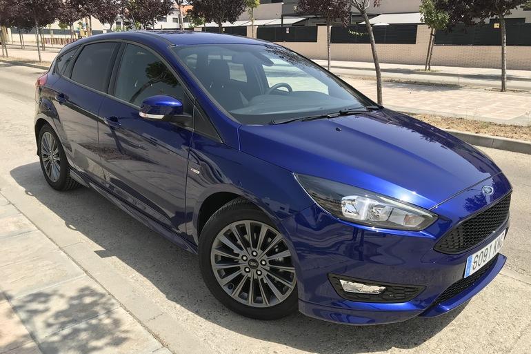 Alquiler barato de Ford Focus 1.0 Ecoboost 125 Ps St-Li con equipamiento GPS cerca de 28012 Madrid.