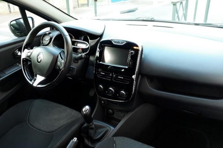 Location économique de voiture de Renault Clio avec Siège enfant proche de 92000 Nanterre.