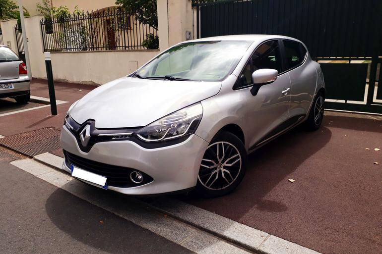 Location économique de voiture de Renault Clio avec GPS proche de 92000 Nanterre.