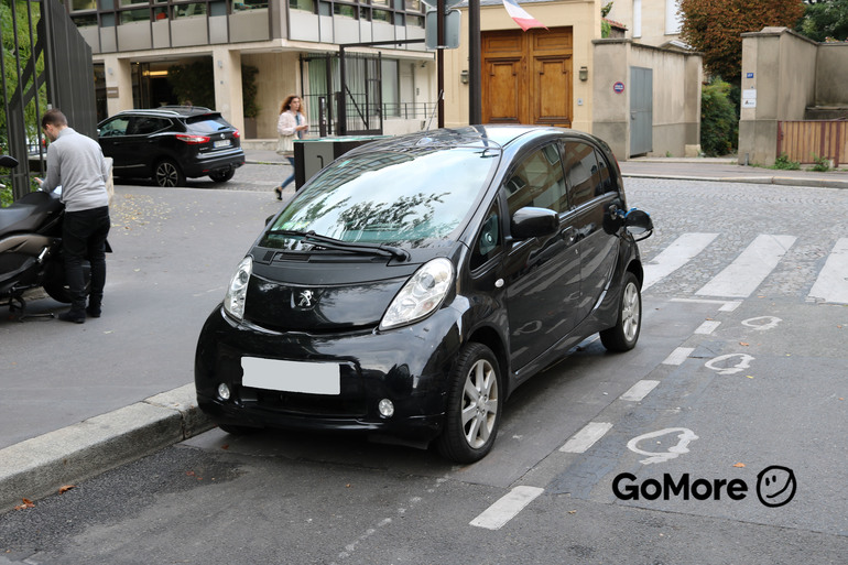 Location économique de voiture de Peugeot Ion avec GPS proche de 75008 Paris.