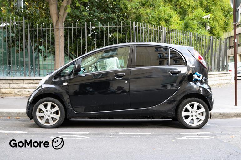 Location économique de voiture de Peugeot Ion avec Entrée AUX/MP3 proche de 75008 Paris.