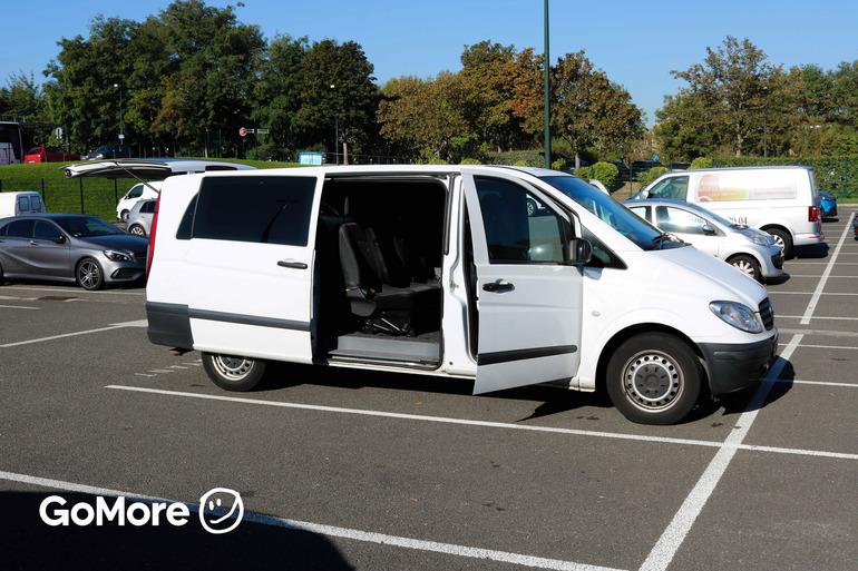 Location économique de voiture de Mercedes Vito avec Climatisation proche de 75017 Paris.