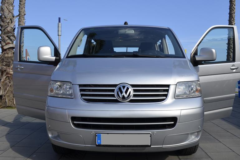 Alquiler barato de Volkswagen Multivan 2.5tdi 174 Tiptr Comfortl con equipamiento GPS cerca de 08012 Barcelona.