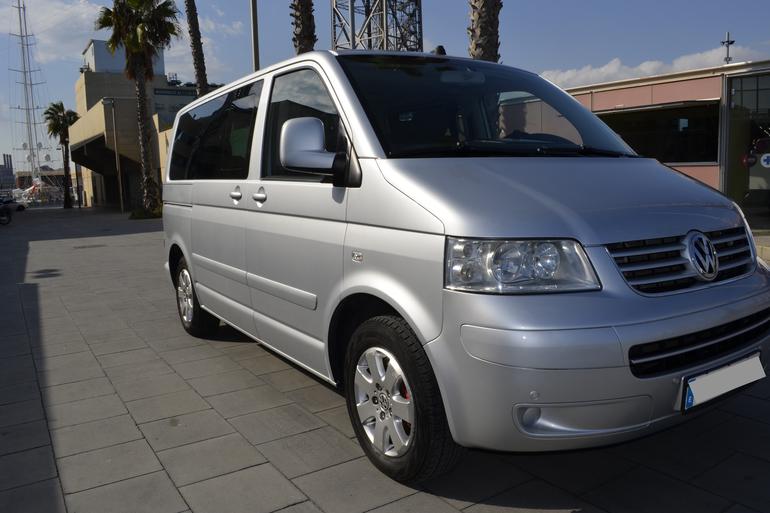 Alquiler barato de Volkswagen Multivan 2.5tdi 174 Tiptr Comfortl con equipamiento Fijaciones Isofix cerca de 08012 Barcelona.