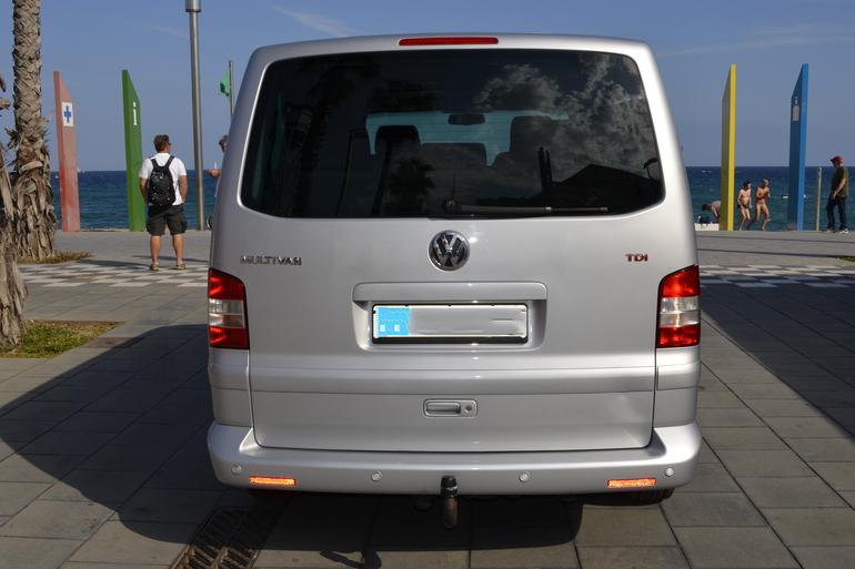 Alquiler barato de Volkswagen Multivan 2.5tdi 174 Tiptr Comfortl con equipamiento Lector CD cerca de 08012 Barcelona.