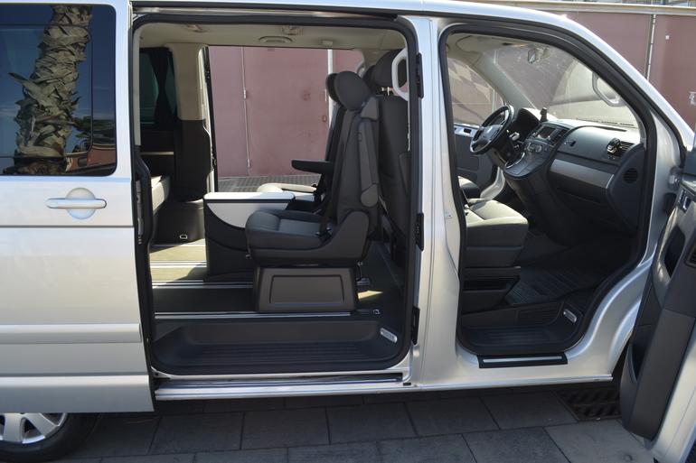 Alquiler barato de Volkswagen Multivan 2.5tdi 174 Tiptr Comfortl con equipamiento Cadenas de nieve cerca de 08012 Barcelona.