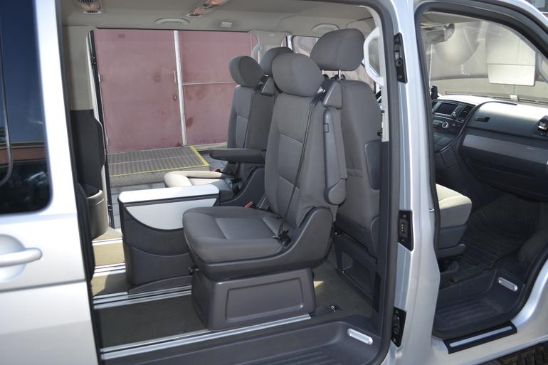 Alquiler barato de Volkswagen Multivan 2.5tdi 174 Tiptr Comfortl con equipamiento Aire acondicionado cerca de 08012 Barcelona.