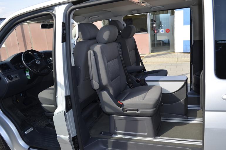 Alquiler barato de Volkswagen Multivan 2.5tdi 174 Tiptr Comfortl con equipamiento Neumáticos de invierno cerca de 08012 Barcelona.