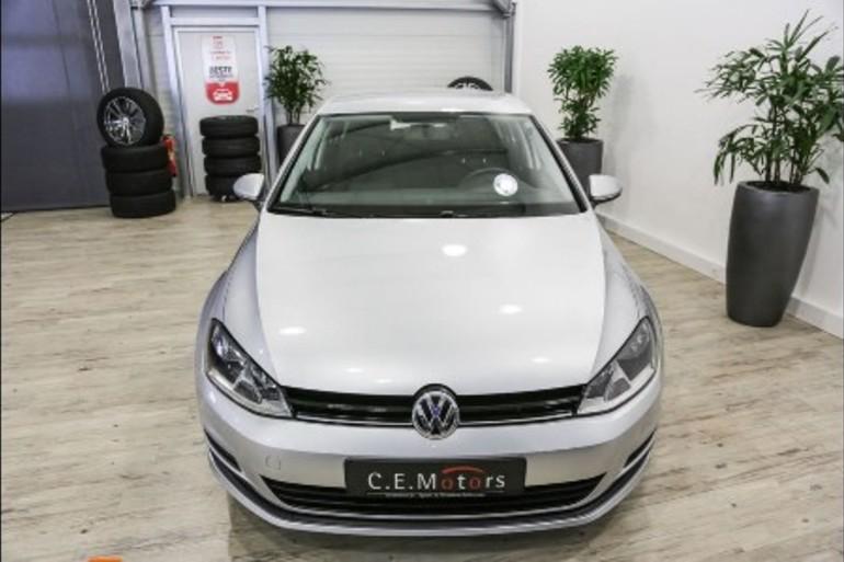 Alquiler barato de Volkswagen Golf Edition 1.2 Tsi105 Bmt con equipamiento GPS cerca de 37005 Salamanca.