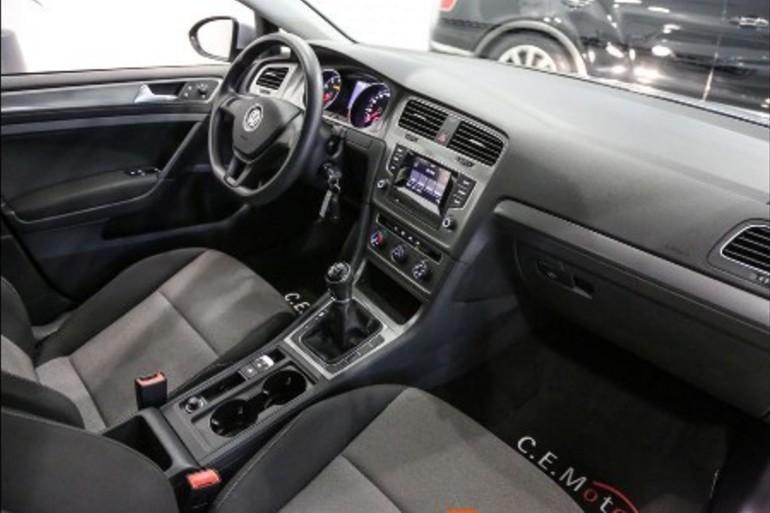 Alquiler barato de Volkswagen Golf Edition 1.2 Tsi105 Bmt con equipamiento AUX/Reproductor MP3 cerca de 37005 Salamanca.