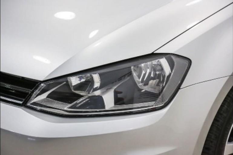 Alquiler barato de Volkswagen Golf Edition 1.2 Tsi105 Bmt con equipamiento Bluetooth cerca de 37005 Salamanca.