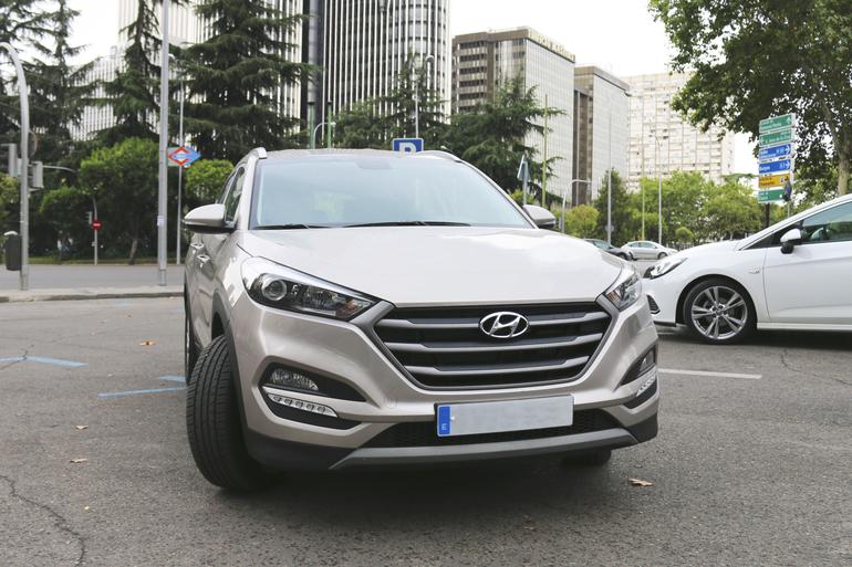 Alquiler barato de Hyundai Tucson 1.7crdi Bd Klass Nav 4x2 con equipamiento AUX/Reproductor MP3 cerca de 28009 Madrid.