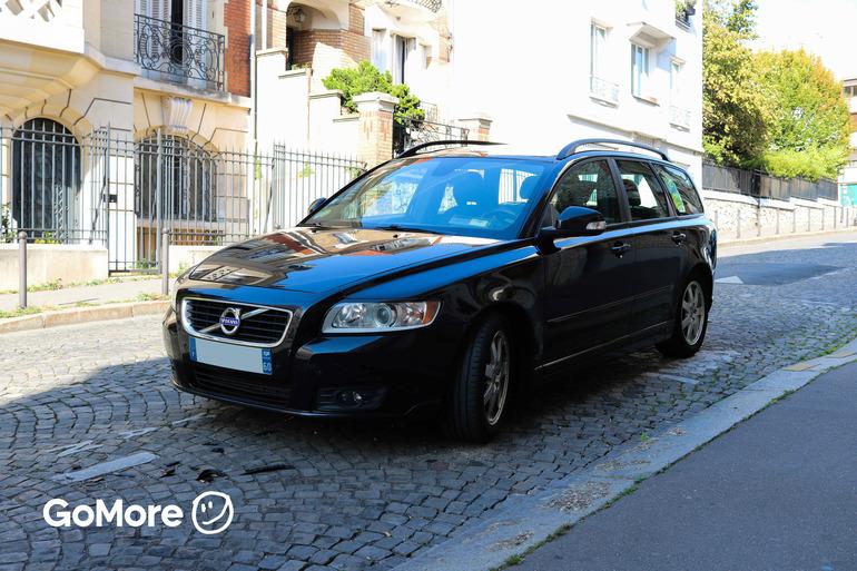 Location économique de voiture de Volvo V50 avec Entrée AUX/MP3 proche de 75020 Paris.