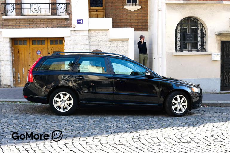 Location économique de voiture de Volvo V50 avec Pneus d'hiver proche de 75020 Paris.