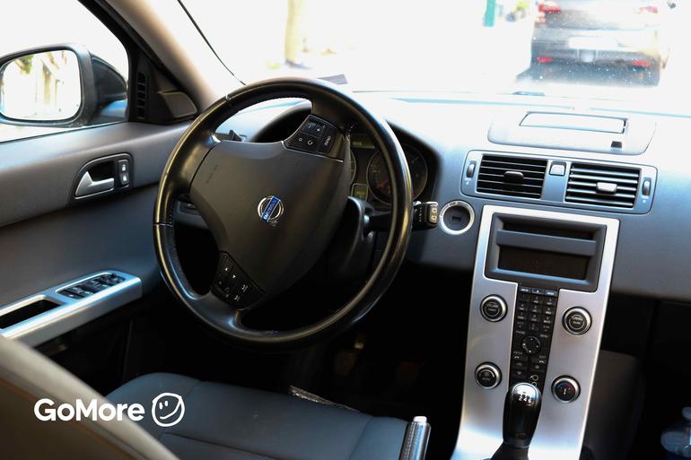Location économique de voiture de Volvo V50 avec Vitres électriques proche de 75020 Paris.