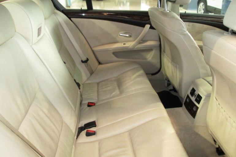 Alquiler barato de Bmw Serie 5 E61 525D Xdrive con equipamiento Lector CD cerca de 28042 Madrid.