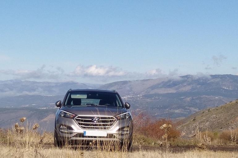 Alquiler barato de Hyundai Tucson 1.7crdi Bd Klass Nav 4x2 con equipamiento Bluetooth cerca de 18008 Granada.