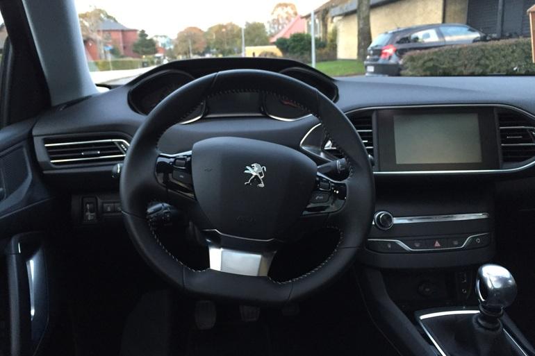 Billig billeje af Peugeot 308 SW med Isofix beslag nær 2650 Hvidovre.