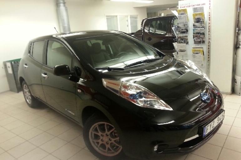 Billig biluthyrning av Nissan Leaf med GPS i närheten av 186 31 Vallentuna.