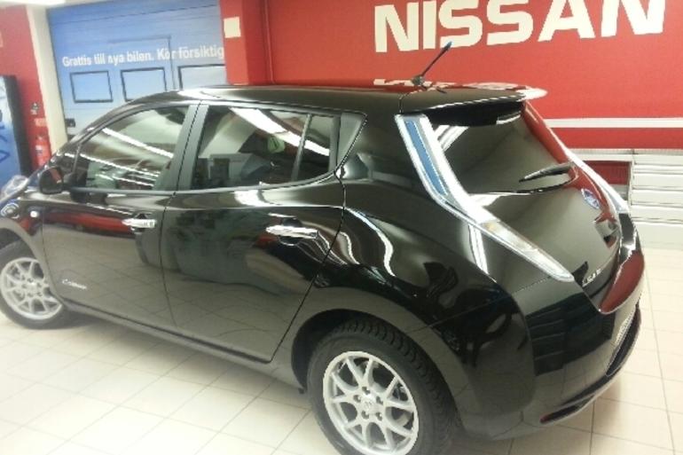 Billig biluthyrning av Nissan Leaf med AUX/MP3-ingång i närheten av 186 31 Vallentuna.