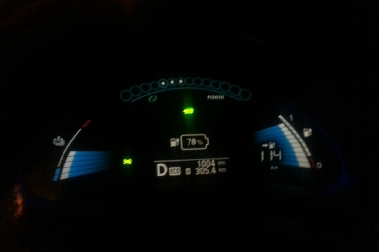 Billig biluthyrning av Nissan Leaf med Isofix i närheten av 186 31 Vallentuna.