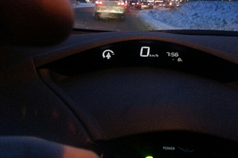 Billig biluthyrning av Nissan Leaf med Bluetooth i närheten av 186 31 Vallentuna.