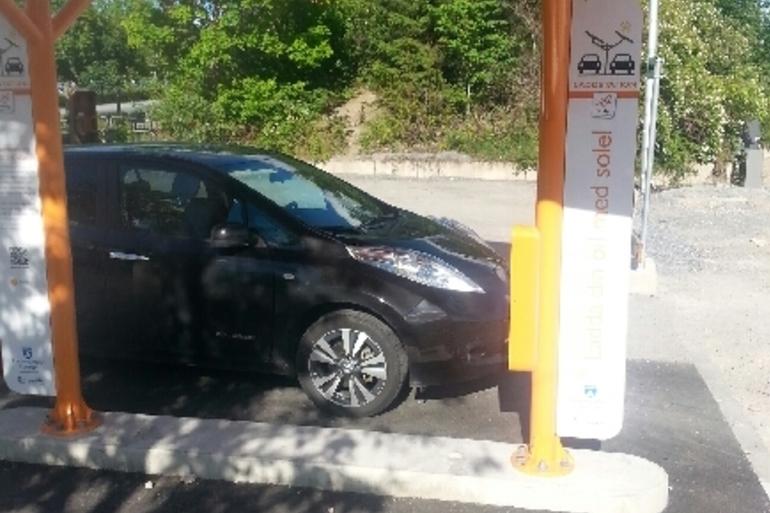 Billig biluthyrning av Nissan Leaf med CD-spelare i närheten av 186 31 Vallentuna.