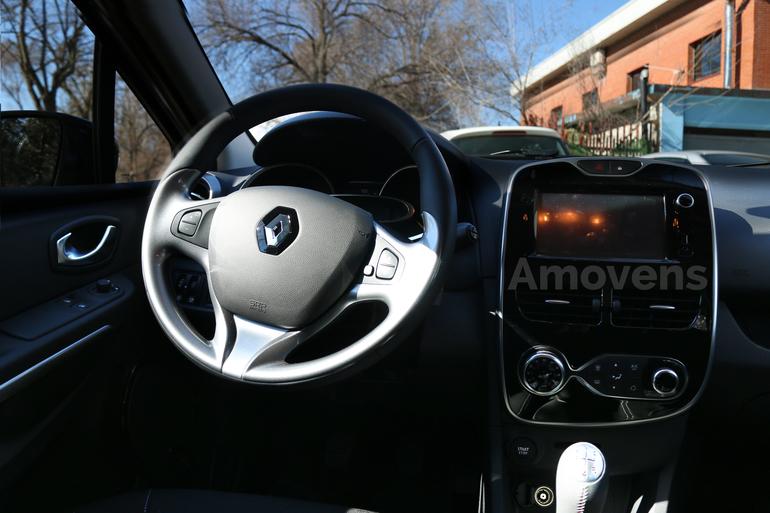 Alquiler barato de Renault Clio 1.2 cerca de 28031 Madrid.