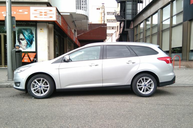 Alquiler barato de Ford Focus 1.5 Tdci 120 Trend+ con equipamiento Bluetooth cerca de 28012 Madrid.