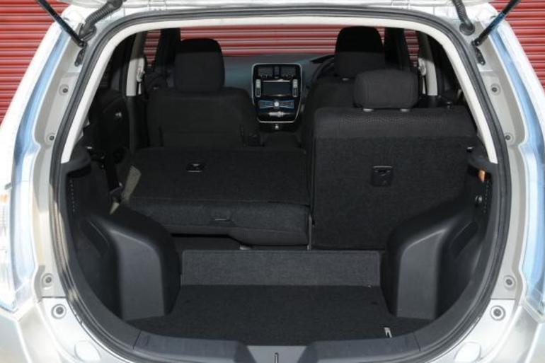 Billig leie av  Nissan Leaf  (2016Modell) - 30 kWh/250 km Rekkevidde  med CD-spiller nærheten av 1253 Oslo.