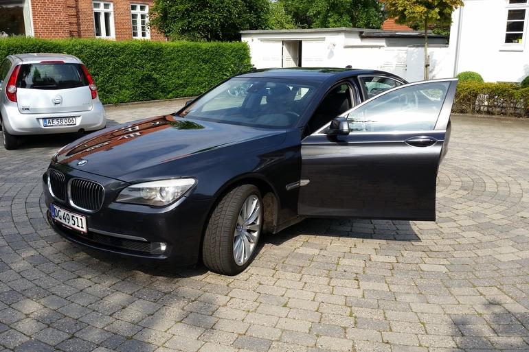 Billig billeje af BMW 730D F01 med GPS nær 5230 Odense.