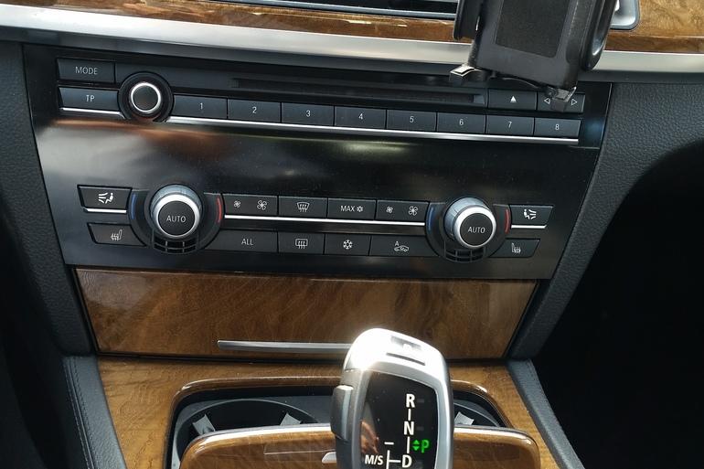 Billig billeje af BMW 730D F01 med Bluetooth nær 5230 Odense.